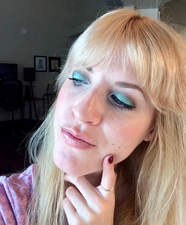 makeup look mermaid eyes